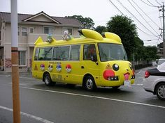 School bus in Japan//This is why I would love to be living there with Aubri the age she is now!