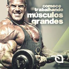 Isso exige maior esforço e os músculos pequenos atuam como auxiliares. Por exemplo: treine peito antes de treinar bíceps. Treine quadríceps antes de estimular os glúteos.