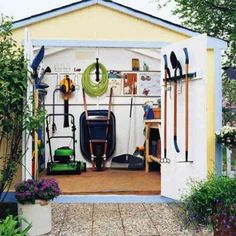 rangement et stockage dans l'abri de jardin