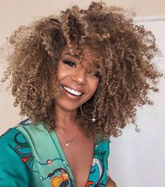 Dyed Natural Hair, Natural Hair Care, Dyed Hair, Natural Hair Styles, Natural Hair Highlights, Fall Highlights, Grow Long Hair, Long Curly Hair, Curly Hair Styles