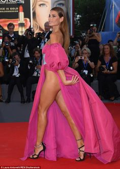 Underwear was clearly not an option with this daring dress as Brazilian model Dayane Mello confidently strutted down the red carpet exposing most of her bottom half. Stunning Dresses, Beautiful Gowns, Sexy Dresses, Lovely Legs, Great Legs, Rock Dress, Celebrity Beauty, Models, Fashion 2017