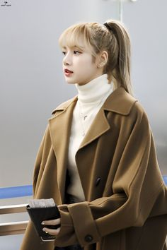Queen La Lisa, airport look compilation. Support the group Blackpink and show your love.Lisa Lalisa Manoban Blackpink LISA Airport fashion Lisa Blackpink [lalalalisa_m]Your source of news on YG's current biggest girl group, BLACKPINK! Airport Look, Airport Style, Airport Fashion, Blackpink Lisa, Kim Jennie, Blackpink Fashion, Korean Fashion, Petite Fashion, Curvy Fashion