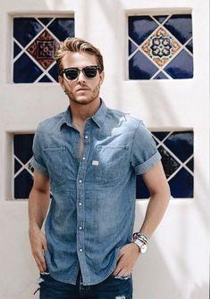 Kinds of Urban Look T-shirt Look Camisa Jeans, Adam Gallagher, Estilo Jeans, Urban Looks, Stylish Boys, Ray Ban Sunglasses, Denim Fashion, Style Fashion, Denim Shirt