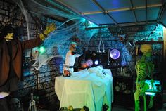 Mad Scientist Lab Pictures, Photos, and Images for Facebook, Tumblr, Pinterest, and Twitter Halloween Garage, Asylum Halloween, Theme Halloween, Halloween Haunted Houses, Halloween House, Holidays Halloween, Halloween Diy, Halloween Decorations, Bloody Halloween