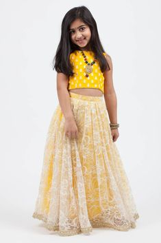 Kids fashion wear ideas for indian wedding. Girls Frock Design, Kids Frocks Design, Baby Frocks Designs, Kids Lehanga Design, Lehanga For Kids, Kids Dress Wear, Kids Gown, Kids Wear, Children Dress