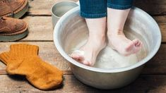 Listerine Foot Soak, Foot Detox, Bath Soak, Feet Care, Craft Stick Crafts, Toe Nails, Apple Cider, Home Remedies, The Cure
