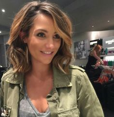 Frankie Bridge ditches crop for a sexy bob with new hair extensions! Frankie went for fabulous hair extensions this week when she said goodbye to her trademark, side-swept crop in favour of a jaw-length, wavy bob.