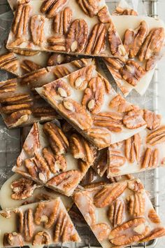 This Keto Pecan Brittles recipe is the healthier version of the classic pecan brittle. This recipe is made with only 4 simple ingredients 8 Mouth Watering Keto Diet Friendly Dessert Ideas Keto Foods, Ketogenic Recipes, Keto Snacks, Easy Snacks, Keto Friendly Desserts, Low Carb Desserts, Low Carb Recipes, Low Carb Candy, Keto Candy