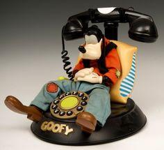 Goofy phone with a vintage look. Estilo Disney, Arte Disney, Disney Magic, Vintage Phones, Vintage Telephone, Disney Clock, Weird Furniture, Goofy Disney, Retro Phone