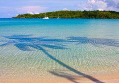 Koh Kood er en af Thailands dejlige øer, og her er skønne, palmefyldte strande, gummiplantager og grønt landskab.