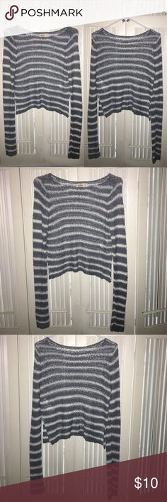 """Hollister Striped Sweater ‼️BUNDLE & SAVE‼️ -Size S Worn Few Times, Excellent condition Smoke free environment Price negotiable ➖➖➖➖➖➖➖➖➖➖➖➖ •Additional pics upon request •Pls ask ALL questions prior to purchasing •Offers via """"offer"""" button only •No trades, no holds, no """"lowest?"""" Hollister Sweaters Crew & Scoop Necks"""