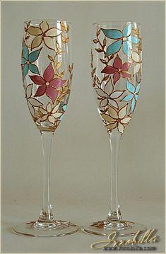 Creative ideas of wine glass painting Glass Bottle Crafts, Wine Bottle Art, Glass Bottles, Decorated Wine Glasses, Hand Painted Wine Glasses, Pebeo Porcelaine 150, Wine Glass Designs, Glass Painting Designs, Bottle Painting