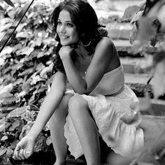 Emmanuelle Chriqui - white dress hoop earrings