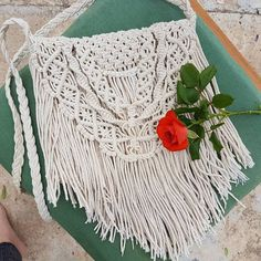 New ideas crochet purse fringe macrame Crochet Handbags, Crochet Purses, Hippie Bohemian, Hippie Chic, Crochet Beanie Pattern, Crochet Patterns, Baby Boy Crochet Blanket, Macrame Bag, Micro Macrame
