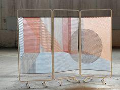 Nieuw! Wies Preijde presenteert haar collectie SCREEN bij Weidesign! De schermen worden toegepast als raam scherm, om een licht transparante afscheiding met de buitenwereld te maken. Het materiaal is handgeweven, de garens zijn opgespannen en verlijmd (verkrijgbaar in verschillende maten, kleuren en patronen).