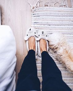 Don't forget to enter our #Instagram & #Snapchat photo contest!  All you have to do is post a picture in your favorite slippers... That's it!  Don't forget to use the hashtag #ShowYourSlips  #TeddySlippers #Slippers #ShowYourSlips  Photo by @eirinkristiansen