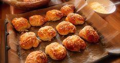 babička by nevěřila.: parmezánové uzlíky k nedělní snídani Pretzel Bites, Muffin, Bread, Breakfast, Food, Morning Coffee, Brot, Essen, Muffins