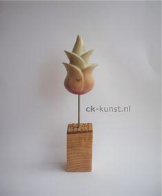 Lente II – Carla Kloppenburg. Kisii stone op houten sokkel. L9xB7xH32cm. Base, Sculpture Art, Place Cards, Porcelain, Place Card Holders, Carving, Pottery, Abstract, Diy