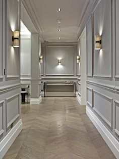 Dining room wainscoting 7 wainscoting styles to design every Grey Wood Floors, Grey Walls, Grey Flooring, Luxury Home Decor, Luxury Homes, White Hallway, Dining Room Wainscoting, Wainscoting Wall, Flur Design