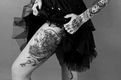 Imagen vía We Heart It https://weheartit.com/entry/152584632/via/24117741 #b/w #black #body #clothes #girl #gothic #ink #outfit #pastel #style #Tattoos #vintage