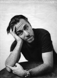 Tim Roth, Call Lightman, Lie to Me, photography, black and white, frowning, arms, hands, opgivende, gesture, wrist watch, ur, actor, brilliant, celeb, famous