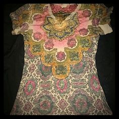 beautiful top amazing colors. sheer material (daytrip) great for layering. vneck Mossimo Supply Co Tops Tees - Short Sleeve