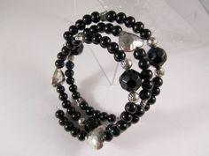 Handgemachtes Spiralarmband.  Onyx-Perlen mit silberfarbenen Metallperlen. Herzen, Schmetterlinge und Röschen. 3-Reihig.    Bei mehreren gek...