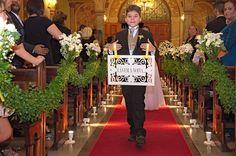 Anunciando a chegada da noiva.
