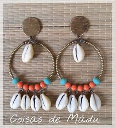 Brinco para o verão com miçangas,resina e buzios. Shell Jewelry, Beach Jewelry, Tribal Jewelry, Jewellery, How To Make Earrings, Bead Earrings, Beaded Necklace, Earrings Handmade, Handmade Jewelry