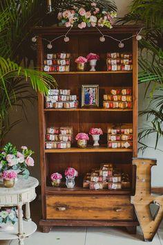 Inspire Blog – Casamentos Casamento de dia de Clarice e Alan - Inspire Blog - Casamentos Diy Flower Boxes, Diy Flowers, Tropical Party, Liquor Cabinet, Birthday, Wedding, Furniture, Gisele, Home Decor