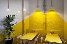 Image result for bande jaune de peinture verticale sur mur