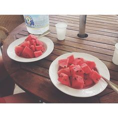My boyfriend and I sharing half a watermelon after he finished a minor triathlon. So proud. Remember to share! ☀️ #blessed #watermelon #rawfood #rawvegan #vegan #bananagirl #801010 #811 #lonijane #lfhc #lfrv #fullyray #fruitbat #fruitarian #madmedmedfølelse #carbup #Padgram