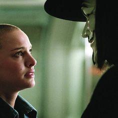"""Hugo Weaving y Natalie Portman en """"V de Vendetta"""" (V for Vendetta), 2005 V For Vendetta 2005, V For Vendetta Movie, V Pour Vendetta, Hugo Weaving, Natalie Portman, Series Movies, Tv Series, Futuristic Motorcycle, Guy Fawkes"""