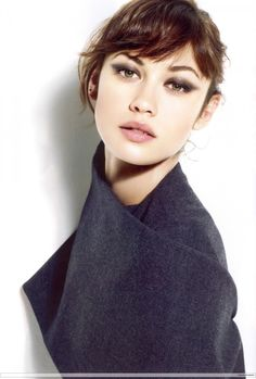 A cleaner smokey cat eye; top lid only