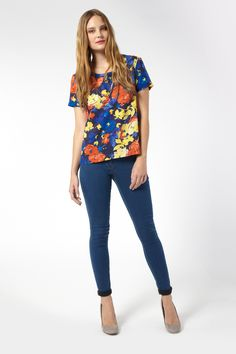 Digital Print floral t-shirt.