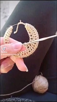 Crochet Earrings Pattern, Crochet Jewelry Patterns, Crochet Bikini Pattern, Tatting Patterns, Crochet Accessories, Crochet Designs, Handmade Wire Jewelry, Diy Crafts Jewelry, Crochet Shell Blanket