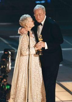 Sir Michael Caine receiving his Oscar for The Cider House Rules from Dame Judi Dench Academy Award Winners, Oscar Winners, Academy Awards, Cider House Rules, Oscars, British Actors, American Actors, Maggie Smith, Judi Dench