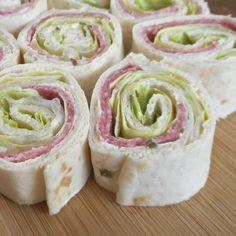 Salami wrap / Hapjes / Hapjes & drankjes / Recepten | Hetkeukentjevansyts.nl Icing, Wraps, Desserts, Food, Tailgate Desserts, Deserts, Essen, Postres, Meals