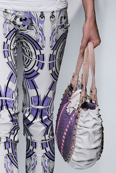 Versace Spring 2010 Ready-to-Wear Collection Photos - Vogue