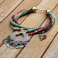 Azanza Piezas Diseño (@ALICIAAZANZA) | Twitter Bohemian Gypsy, Boho, Jewerly, Fashion Jewelry, Beaded Bracelets, Casket, Crochet, Handmade, Role Models