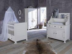 Erkek bebekler için özel olarak tasarlanan bebek odası modelleri. http://www.showmobilya.com/erkek-bebek-odasi.html