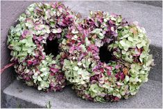 ...jenom tak...: ...věnec z hortenzie a čepka s džínovou kytkou... Floral Wreath, Wreaths, Home Decor, Crown Cake, Floral Crown, Decoration Home, Door Wreaths, Room Decor, Deco Mesh Wreaths