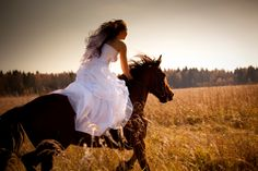 I am going to do this for my wedding photos! I can totally pull off bridles less in a huge wedding gown! Horse Wedding, Wedding Pictures, Dream Wedding, Wedding Day, Wedding Stuff, Garden Wedding, Cowgirl Wedding, Wedding Advice, Party Wedding