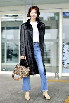 1bb75f6b83 Fendi Kan I Bag | American Street Style in 2019