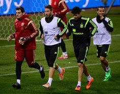 Iker Casillas, Sergio Ramos y Diego Costa, participan de una sesión de entrenamiento de la selección española, el 4 de marzo de 2014 en Madr...