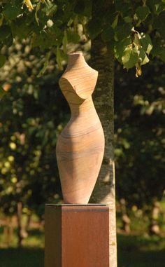 Diese Skulptur aus Sandstein verschönert unseren #Feng Shui Garten in #Wasserburg am #Bodensee.