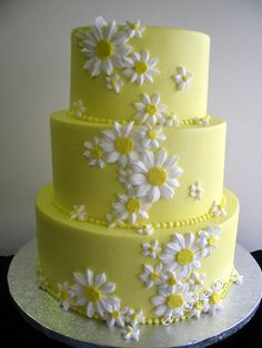 Daisy cake ... Makes me think of Brittany ... and tomorrow is her birthday.  How fitting!