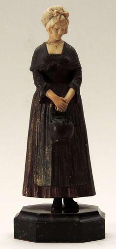 Dominique Alonso - Estatueta em bronze com mãos e rosto em marfim, representando camponesa trazendo pote às mãos. Altura: 0. 25 m. Base R$1.500,00. Mai16
