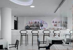 Beautifully illuminated bar made with Corian® Glacier White, designed by Acdeco.