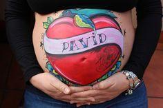 El belly painting rockero de Ornella esperando a su hijo David.